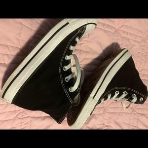 Black white all star converse